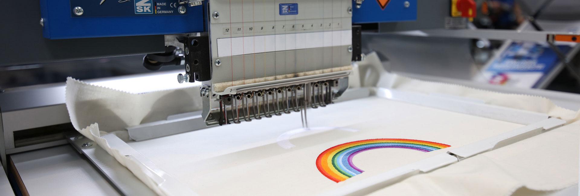 Sublimation und Stickerei – ZSK Stickmaschinen