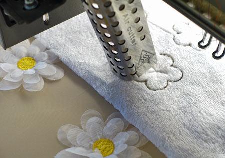 Optionale Erweiterungen für ZSK Stickmaschinen - Hot Air Cutting Einrichtungen