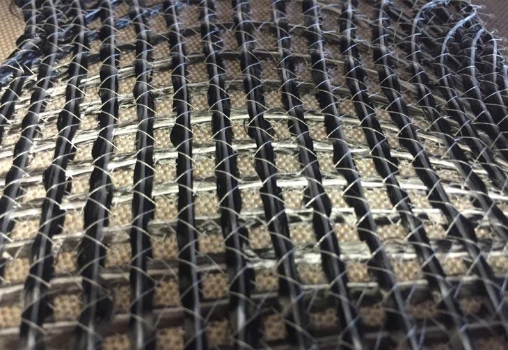 Verschiedene Materialien können in einer Preform verstickt werden, um Steifheit, Drapierbarkeit und andere mechanische Eigenschaften anzupassen.