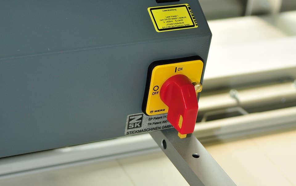 Sicherheitseinrichtungen – ZSK Stickmaschinen